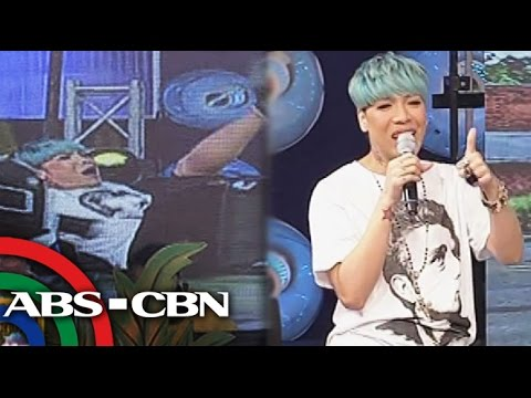 Vice Ganda Falls Off Chair On 'showtime video