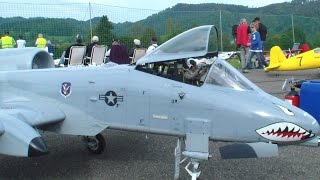 R/C SCALE WARTHOG A-10 TWIN TURBINE MODELL JET with Live Gatling Gun Sound