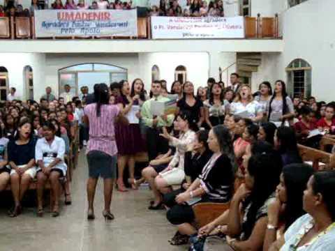 Jovens de Arenápolis louvando ao Senhor em Denise