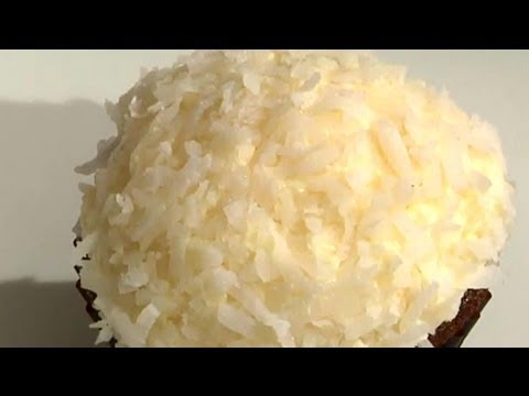 Coconut Cream-Filled Cupcakes : Delicious Cupcakes