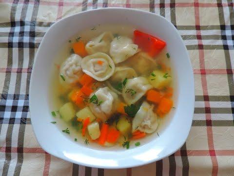 Готовим вкусный суп с пельменями. Prepare a delicious soup with dumplings.