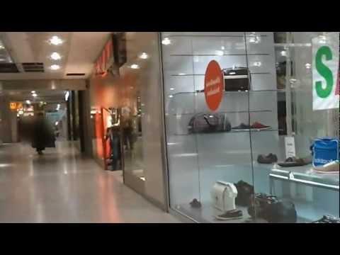 In der Einkaufspassage PEP in München als Crossdresser
