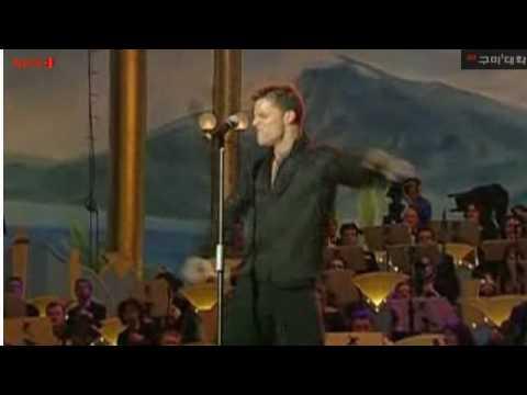 Ricky Martin Performing Livin La Vida Loca Live in 1999 in Italy Gr8 peformance , Plz Rate n Comment.