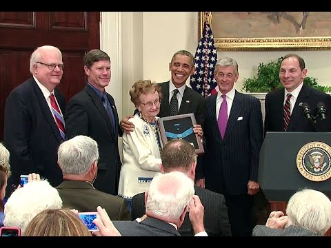 President Obama awards the Medal of Honor to First Lt. Cushing