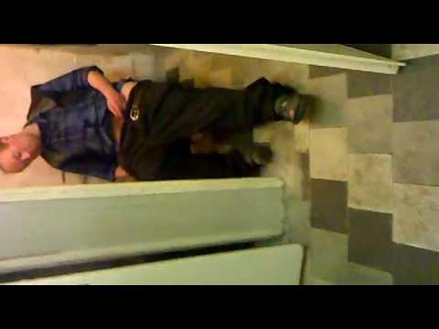 Порно скрытой камерой туалет казахстан153