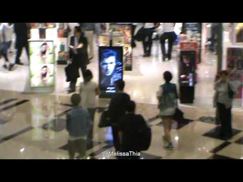 [FANCAM/100929] G.NA + Kim Seo Bang @ Changi Airport Shopping