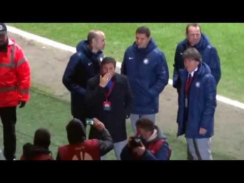 Javier Zanetti zdraví fans na zápase Celtic-Inter