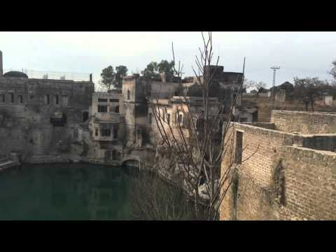 Brilliant song by the Guide at Katas Raj Temples, Pakistan