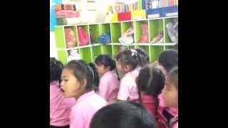 เด็กๆอ่าน ก ไก่ กันค่ะ