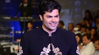 Ganesh Venkatraman walks the ramp for Manoviraj Khosla at CIFW 2014 Day 3
