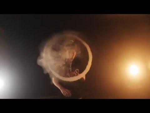 El genio de los trucos de humo la rompió con su nuevo video