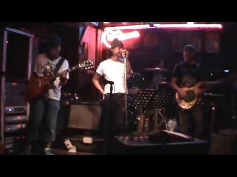 COUNTRY ROAD BAR – SOI COWBOY – SUKHUMVIT – BANGKOK – 24 JUNE 2013 (VIDEO 9)