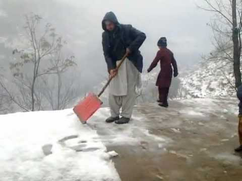 Removing Snow January 2013, Khaigala, Dothan, Rawalakot, Azad Kashmir