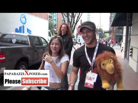 Zelda Williams talks about her father Robin Williams on streets of San Diego Comic Con