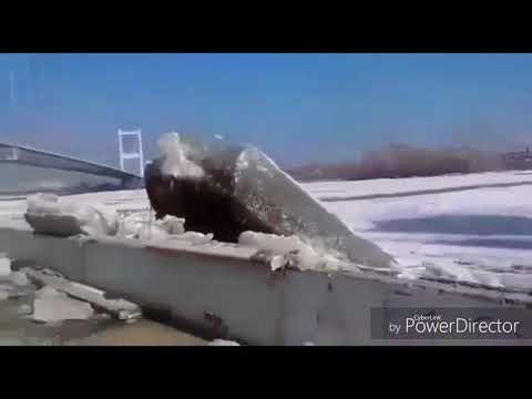 Лёд сносит все перед собой, Река поднялась, Иртыш г. Семей.