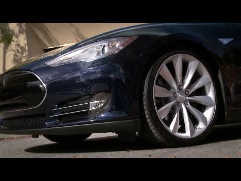 2013 Tesla Model S - first official promo, features demo