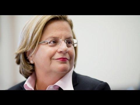 Ileana Ros-Lehtinen, Congresswomen: Cuban Refugee Community