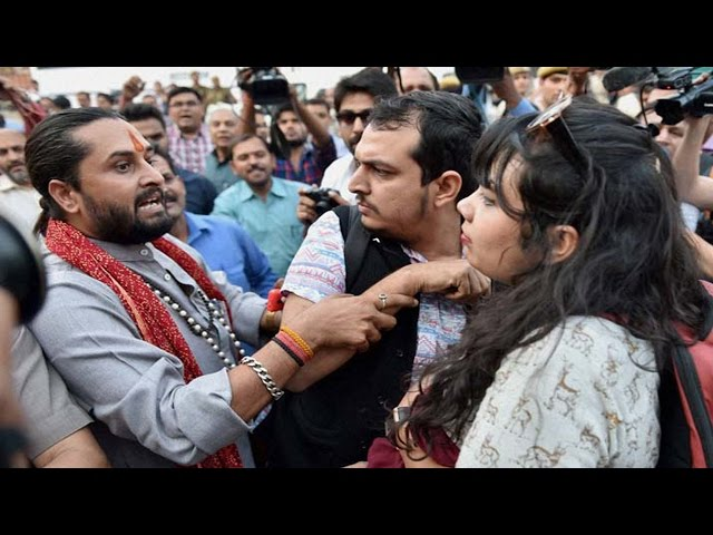 'Kiss of Love' in JNU; Yuvamorcha workers stage protest
