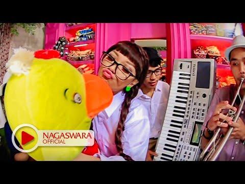 Zaskia Gotik - Bebek Ngambang - Official Music Video Hd - Nagaswara video