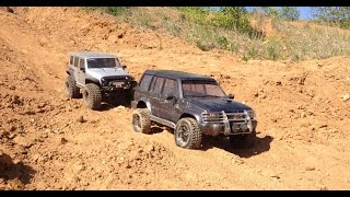 RC Jeep Wrangler & Mitsubishi Pajero on Sand Trail