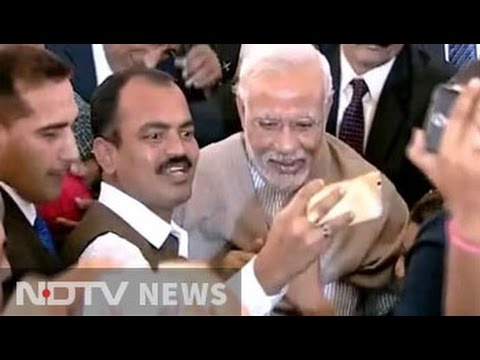 At PM Modi's lunch for media, journalists jostle for selfies