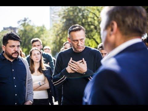 Редкое видео/Навальный договаривается с полицией о проведении митинга в Екатеринбурге