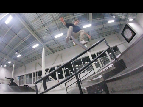 Ethernal Skate Films / Friday night skateboard session @ Spin skatepark (Quartier Dix-30 Brossard)