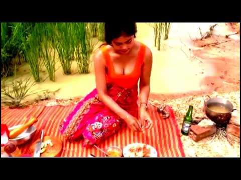 Intip Gadis Desa Di Pinggir Sawah