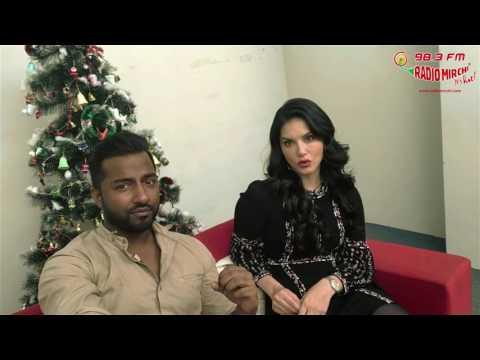 Sunny Leone loves Shah Rukh Khan   Selfie 21 with Laila  Raees