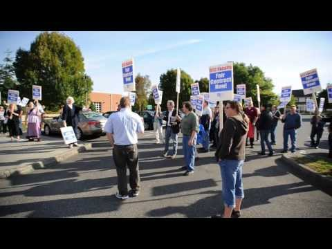 Bellingham Technical College faculty picketing at BTC