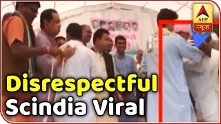 Election Viral: Scindia blesses elderly man who touched his feet