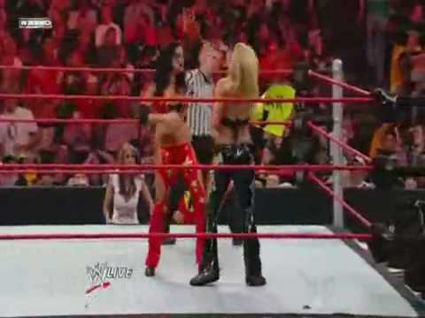 Candice Michelle vs Beth Phoenix