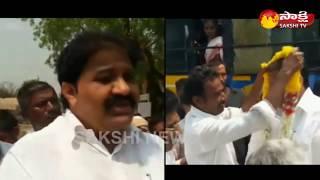 YSRCP MLA Rachamallu Siva Prasad Reddy travels in Ordinary RTC bus
