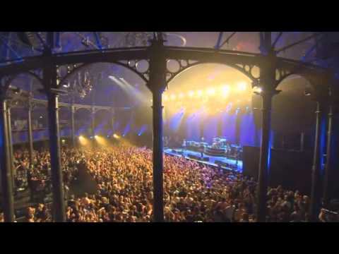 Thumbnail of video Foo Fighters Dave Grohl Kicks Out Fan (Itunes Festival)