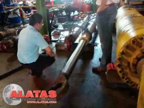 Ship crane hydraulic cylinder testing