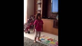 Queenesia Sabrina Sinathrya - Suka Nyanyi sambil Menari
