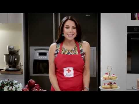 Big Cake Bake: Kate Ritchie's baking up a storm
