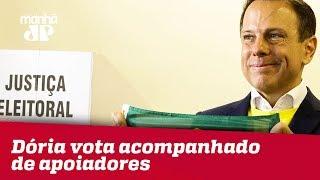 Doria vota em SP acompanhado de Bruno Covas e mais apoiadores