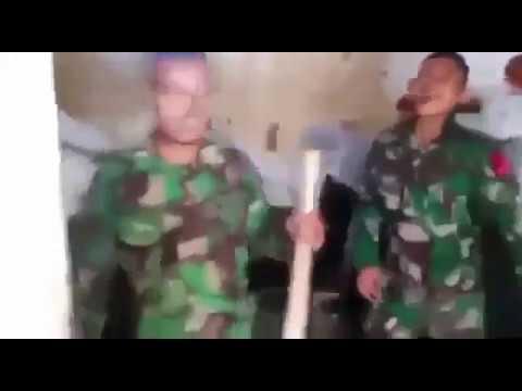 aksi kocak anggota TNI