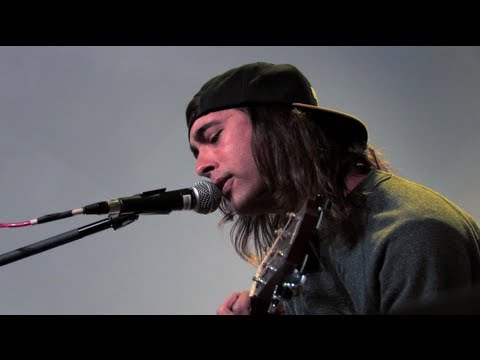 "Hot Sessions: Pierce the Veil ""I'm Low on Gas and You Need a Jacket"""