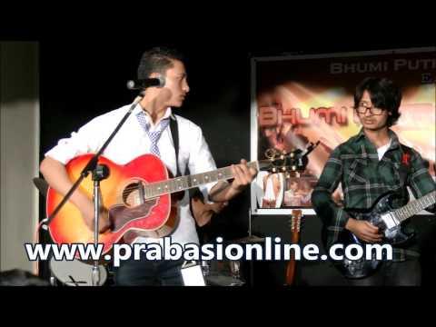 yo man ta mero nepali ho Kishor sunar performing at concert...