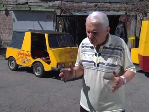 Пенсионер уже более 10 лет катается на электромобиле