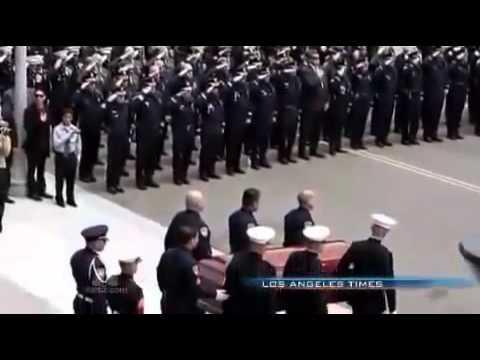 Una cámara de seguridad graba la última buena acción de un policía antes de ser asesinado