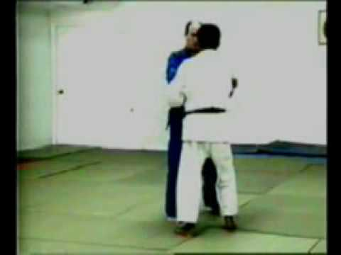 Uki-otoshi judo throw Image 1