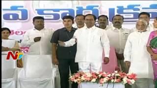 CM KCR Distributing Cheques at Kanti Velugu Programme | Malkapur | Medak | NTV