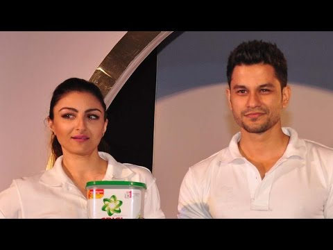 Shirtless Kunal Khemu Makes Soha Ali Khan Go Shy