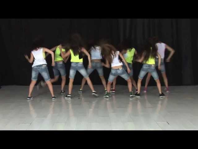 Coreografía de Live While We're Young de One Direction (de frente)  / TKM