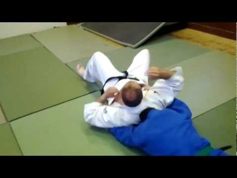kami shiho gatame lapel lock escape no2 Image 1