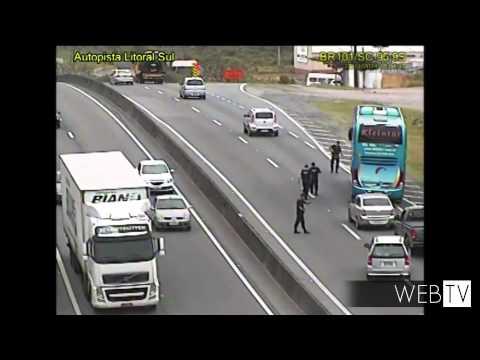 Imagens mostram falsos policiais assaltando coletivo na BR-101