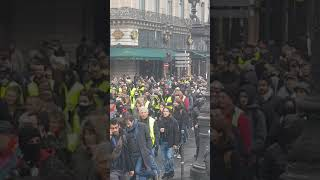 Opera - foule geante de gilets jaunes  - 1er Décembre 2018